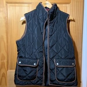 QUILTED VEST WITH SUEDE PIPING